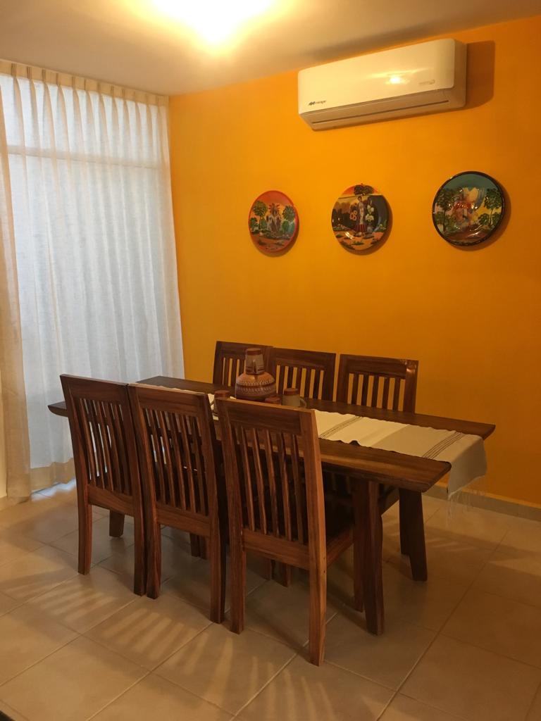 Proyectos SPAD Constructora, Residencia Natura, Comedor de madera, Pared naranja, Diseño de Interiores, Puerto Vallarta, Jalisco, México