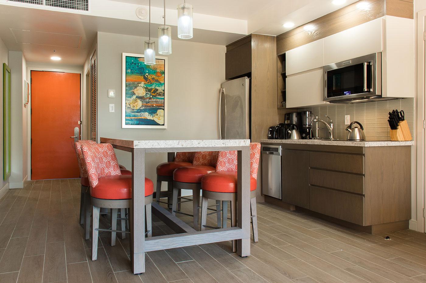 Proyectos SPAD Constructora, Remodelación de habitaciones Westin, Cocina y comedor decoración, Diseño de Interiores, Arquitectura, Puerto Vallarta, Jalisco, México