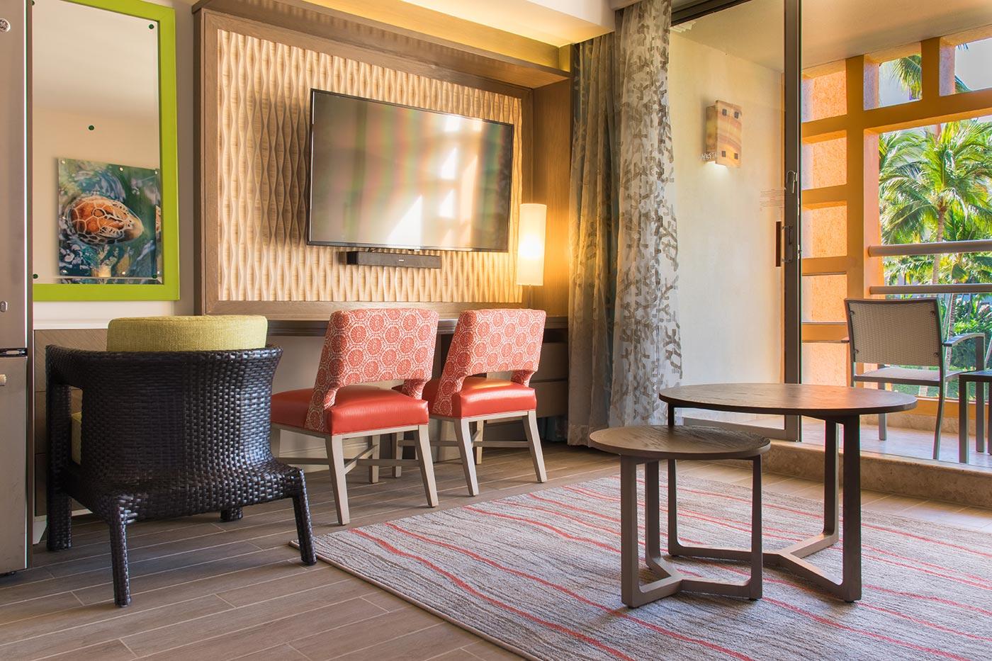 Proyectos SPAD Constructora, Remodelación de habitaciones Westin, Descanso sillas y televisión decoración, Diseño de Interiores, Arquitectura, Puerto Vallarta, Jalisco, México